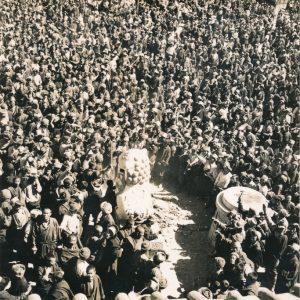 P-035-833 Tibetans in front of Norbulingka, Lhasa, 10 March 1959, Lhasa